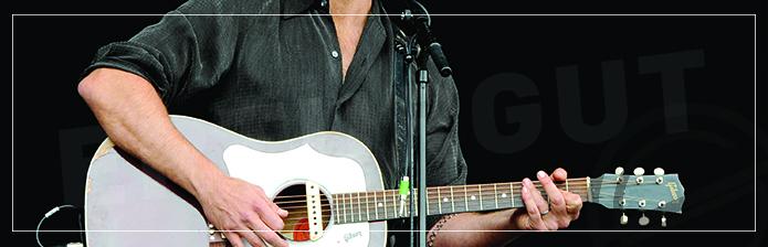 Gitar çalarken şarkı söylemek